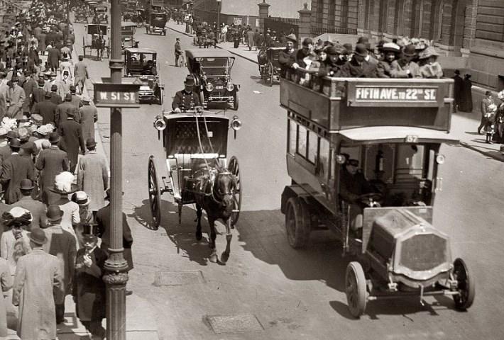 Автомобили на улицах Нью-Йорка 1930-ые года